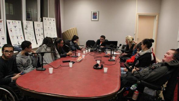 Des jeunes de l'Alma et de l'IEM se sont retrouvés à Radio Boomerang pour parler du handicap et des métiers du handicap. Un échange très instructif.